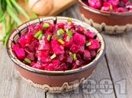 Салата с червено цвекло, картофи и кисели краставички (без масло и без мляко)